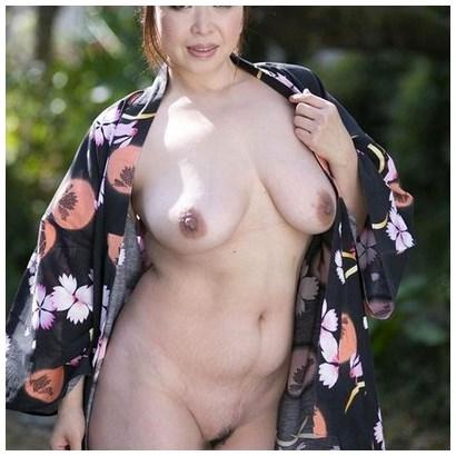 Tchat sexe avec une belle cougar asiatique (japonaise)