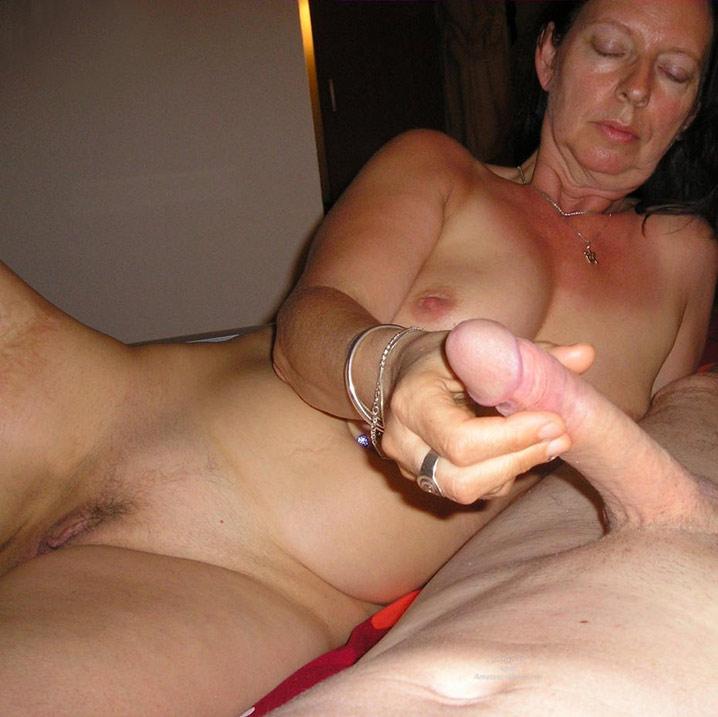 Amateur milf striptease video