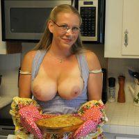 Nicole libertine gros nichons baise à la maison