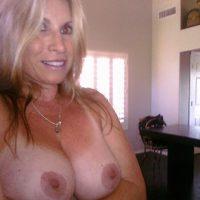 Sylvia, belle blonde sensuelle aux nichons sublimes