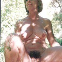 Denise, grosse chatte poilue a bouffer